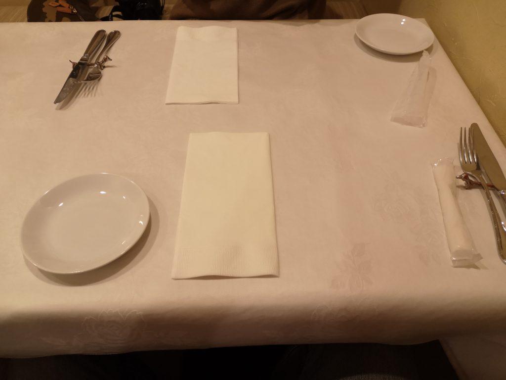 片瀬江の島『ビストロ ラ ブリーズ』テーブル