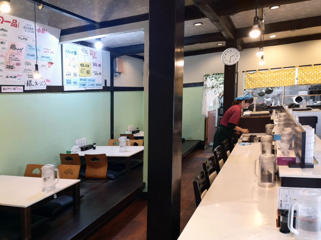 小田原『一膳飯屋 こはる食堂』店内