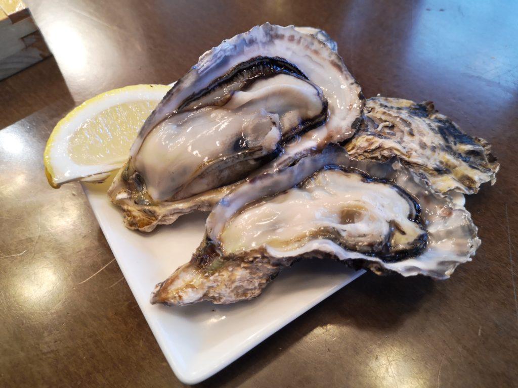 野毛『SEAFOOD STAND PACIOREK HANATARE』牡蠣